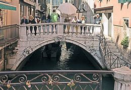Ponte dei Bareteri httpsuploadwikimediaorgwikipediacommonsthu
