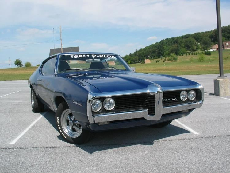 Pontiac Custom S