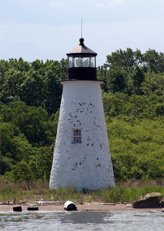 Pooles Island Light wwwlighthousefriendscompooles22005jpg