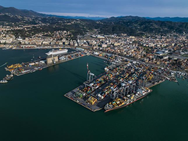 Port of La Spezia wwwthemeditelegraphcomenrfImage645MediTeleg