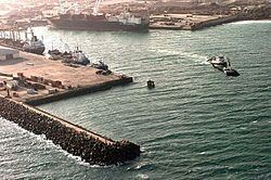 Port of Mogadishu httpsuploadwikimediaorgwikipediacommonsthu