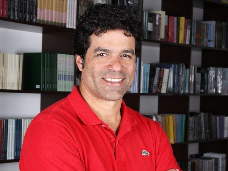 Raí Afiliada da Globo usa hit gay em entrevista com exjogador Ra