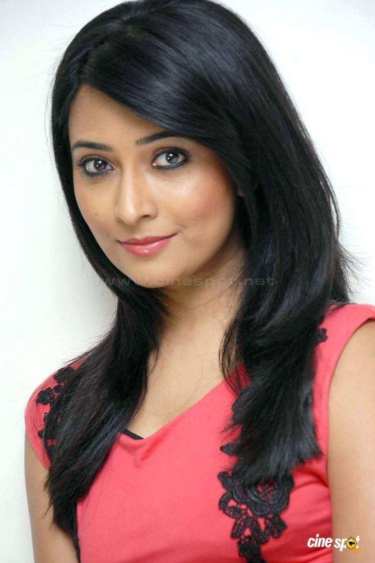 Radhika Pandit Radhika Pandit Veethi