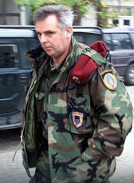 Radomir Marković VRHUNAC CINIZMA Rade Markovi na suenju Istinu dugujemo porodici
