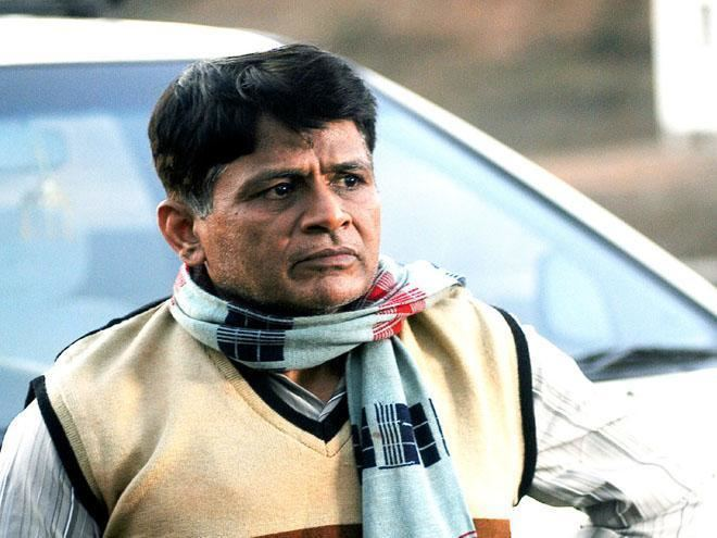 Raghubir Yadav Raghubir Yadav told to pay Rs 40000 to estranged wife