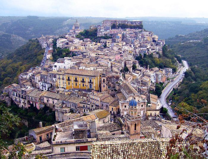 Ragusa, Sicily wwwhotelroomsearchnetimcityragusaitaly1jpg