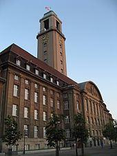 Rathaus Spandau httpsuploadwikimediaorgwikipediacommonsthu