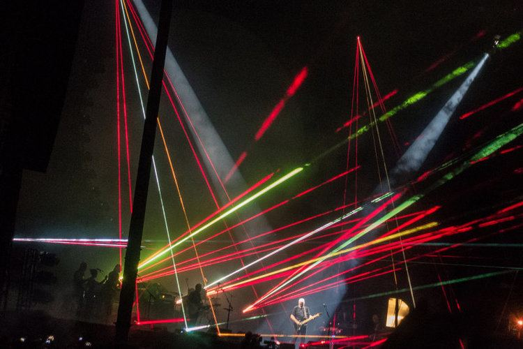Rattle That Lock Tour David Gilmour and Band Rattle the Lock Tour 2016 photo Tom LeRoy