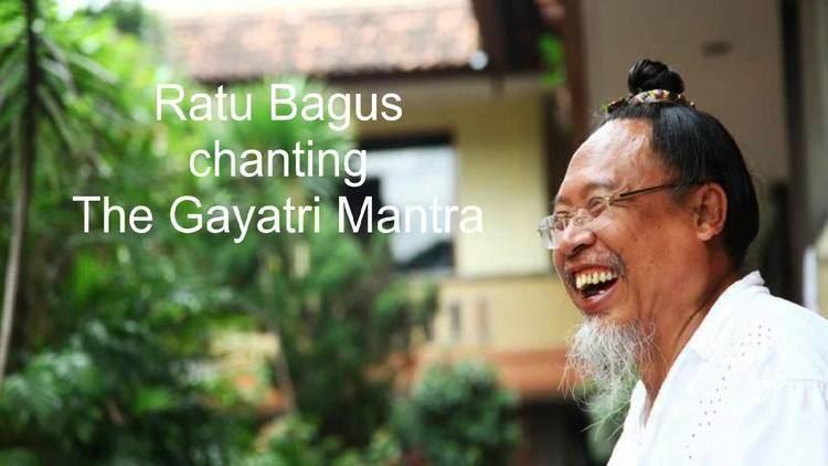 Ratu Bagus Ratu Bagus chanting the Gayatri Mantra YouTube