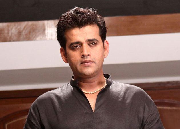 Ravi Kishan Ravi Kishan confident of converting fans into voters