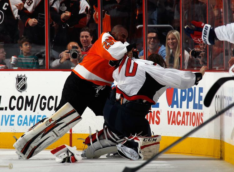 Ray Emery Caps39 Holtby Unwilling Participant in Brutal Hockey Fight