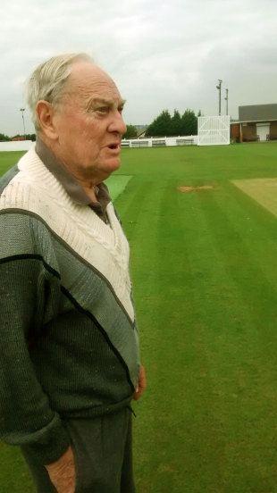 Sidharth Monga meets Ray Illingworth at his beloved Farsley Cricket