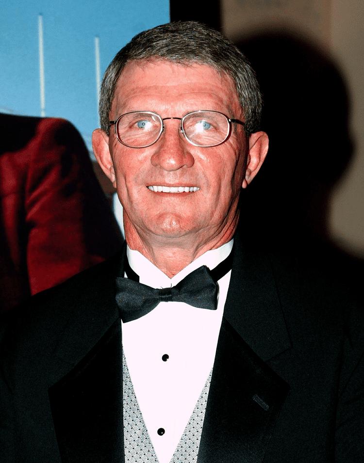 Ray Perkins Ray Perkins has little precedent for taking McGillToolen