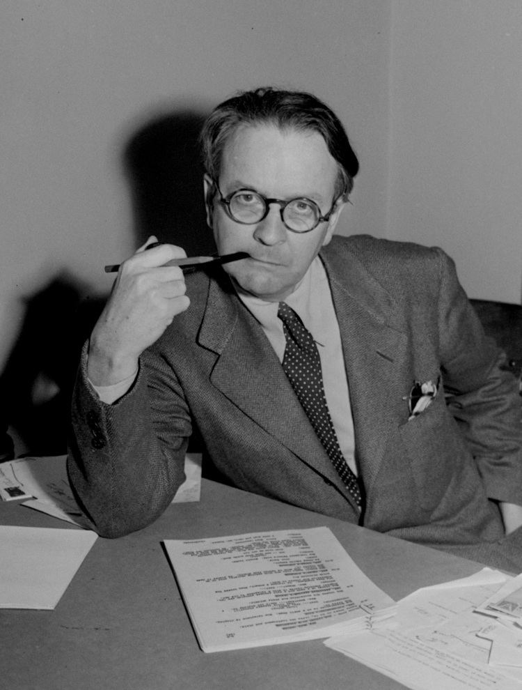 Raymond Chandler The Peculiar Parallels of Ian Fleming and Raymond Chandler