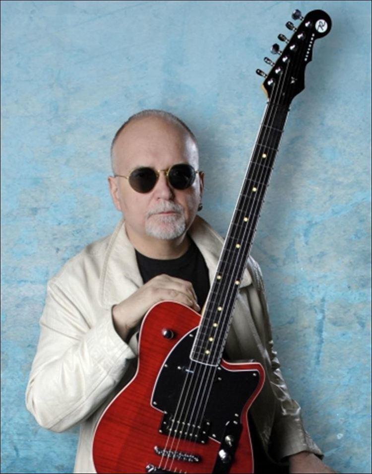 Reeves Gabrels Guitarist stays on cutting edge Toledo Blade