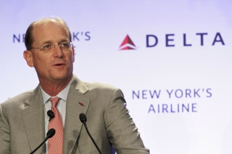 Richard H. Anderson (businessman) Delta Airlines CEO offers his seat to mom NY Daily News