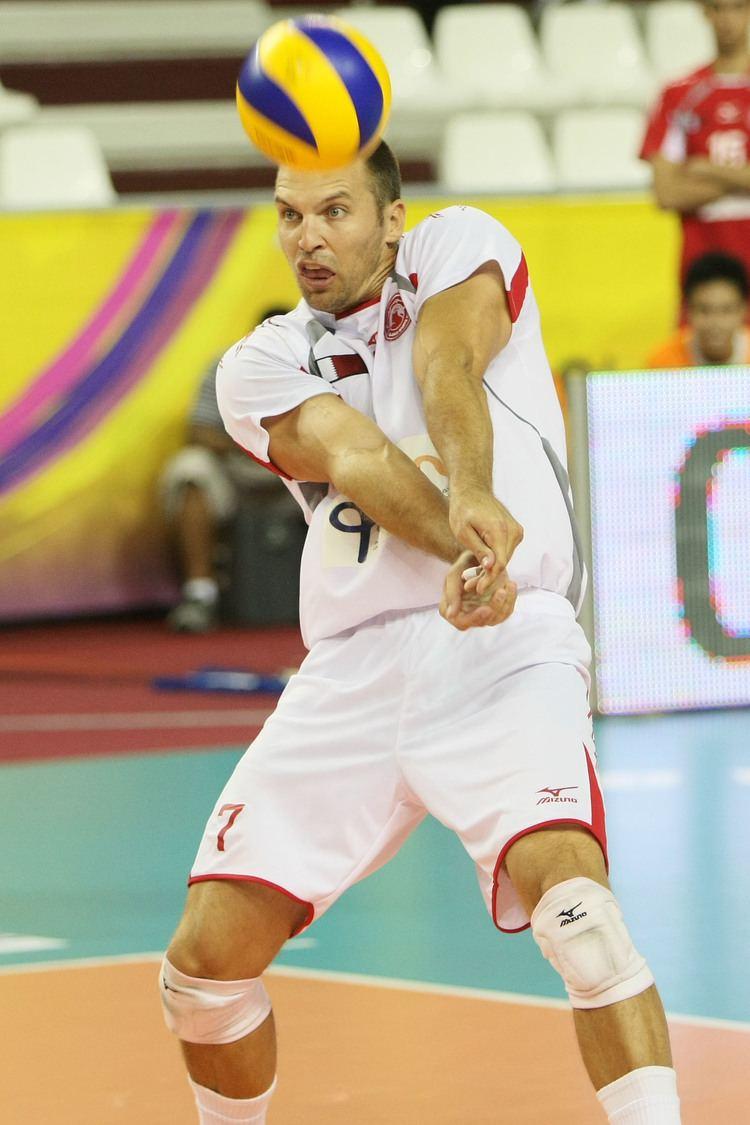 Richard Lambourne AlArabi Doha39s libero Richard Lambourne receives