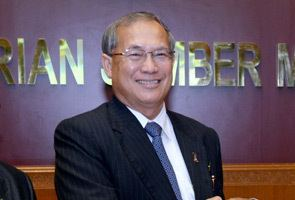 Richard Riot Jaem Malaysian workers should not be choosy over jobs Riot Astro Awani