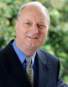 Richard Tracey httpsuploadwikimediaorgwikipediacommonsthu