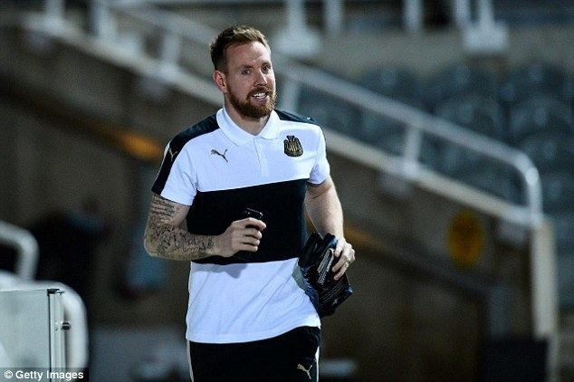 Rob Elliot Newcastle keeper Rob Elliot considers loan exit Daily Mail Online