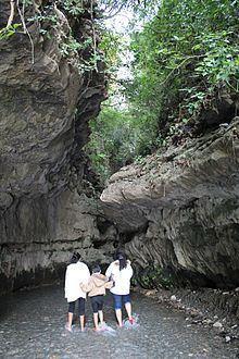 Robber's Cave, India httpsuploadwikimediaorgwikipediacommonsthu