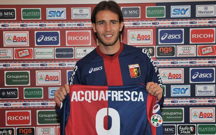Robert Acquafresca Robert Acquafresca al Genoa maglia numero 9 Fotogallery