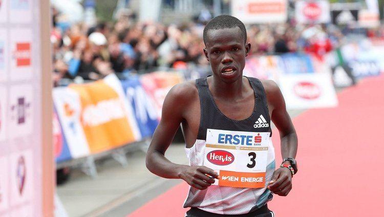Robert Chemosin Kenianer Robert Chemosin gewann WienMarathon in 20948