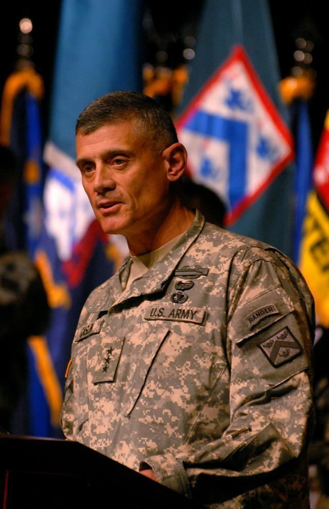 Robert L. Caslen Combined Arms Center welcomes new commander Article