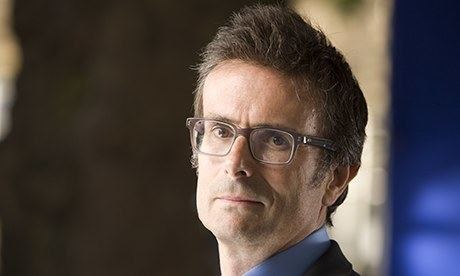 Robert Peston Daily Mail apologises to Robert Peston with a sting in