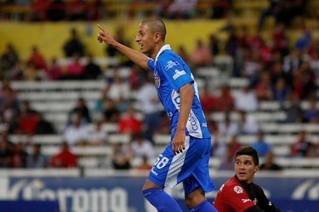 Roberto Alvarado Roberto Alvarado mexicano que entrena con equipo de Premier League