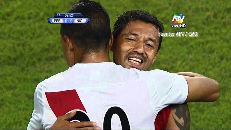 Roberto Palacios Roberto Palacios se despide del ftbol con la blanquirroja