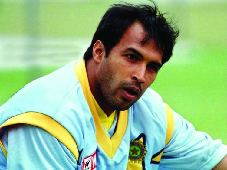 Robin Singh (Cricketer) playing cricket
