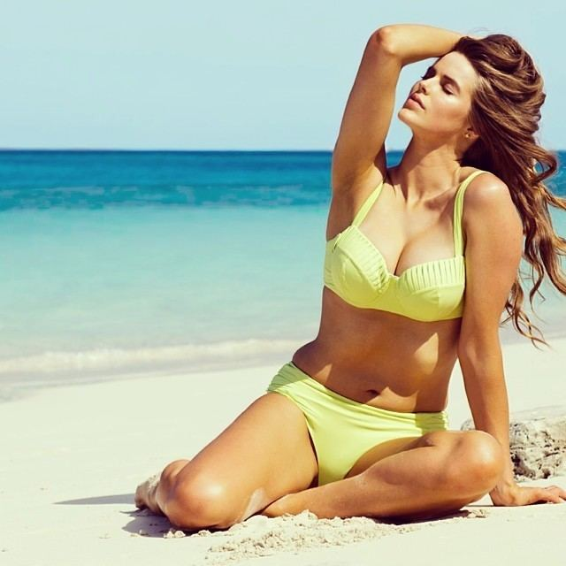 Robyn Lawley Robyn Lawley shows off her famous curves in new Rankin
