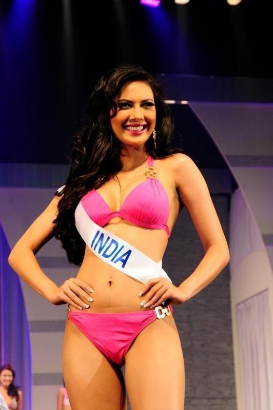 Rochelle Rao IPL 6 Female Anchor Rochelle Maria Rao Hot bikini pics