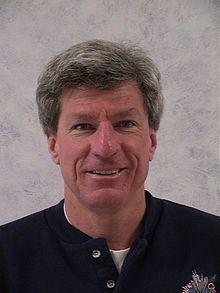 Roger Nelson (skydiver) httpsuploadwikimediaorgwikipediacommonsthu