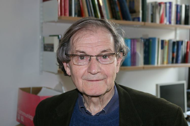 Roger Penrose Meeting the king of the twistorGraham Farmelo