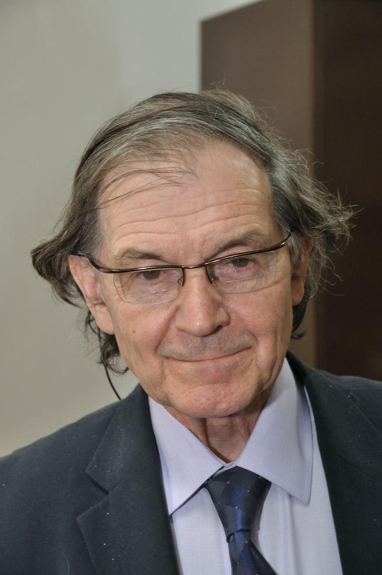 Roger Penrose httpsuploadwikimediaorgwikipediacommons77