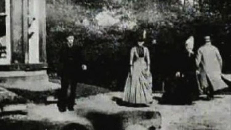 Roundhay Garden Scene Roundhay garden scene La primera pelcula de la historia 1888