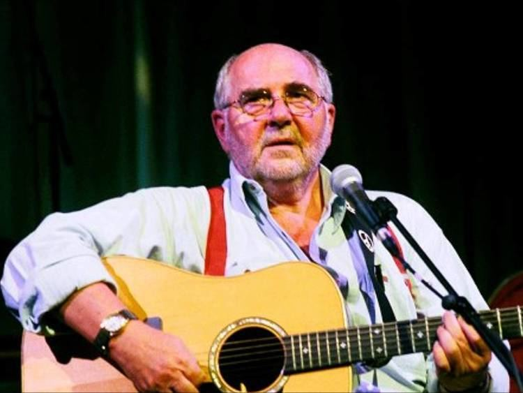 Roy Bailey (folk singer) Roy Bailey beeswingwmv YouTube