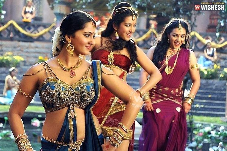 Rudrama Devi Rudramadevi controversy made Bunny put Anushka aside Tollywood gossips