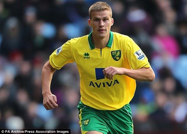 Ryan Bennett (footballer) Ryan Bennett charged by FA after angry Twitter exchange