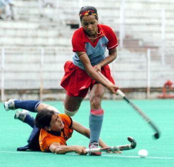 Saba Anjum Karim wwwbharatiyahockeyorg2006imagessabaanjumjpg