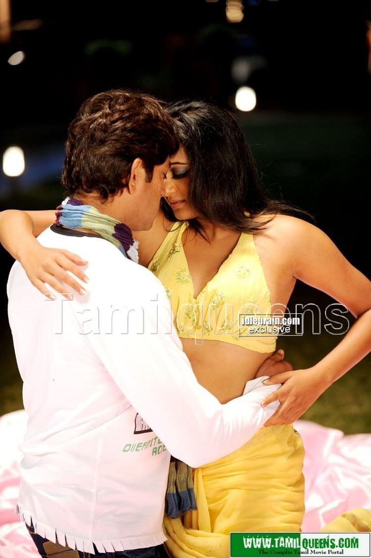 Sadhyam Sadhyam Exclusive Romancing Scenes Between Priyamani and Jagapathi