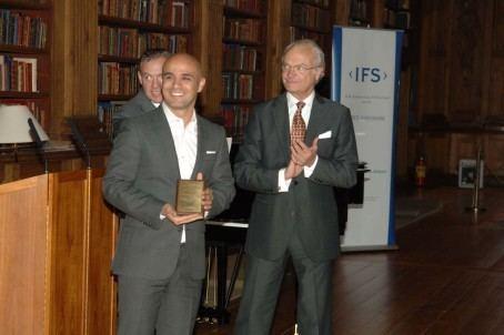 Saeid Esmaeilzadeh Serendipity Innovations mottar pris av HM Carl XVI