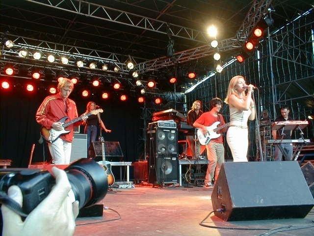 Saint Etienne (band) httpsuploadwikimediaorgwikipediacommons99
