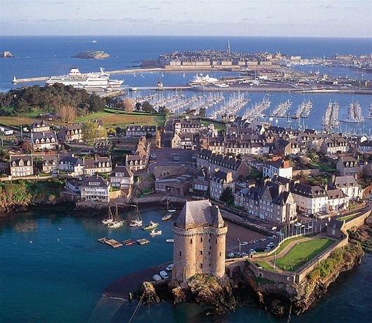 Saint-Malo wwwbrittanyferriescoukmedia12480anaerialv