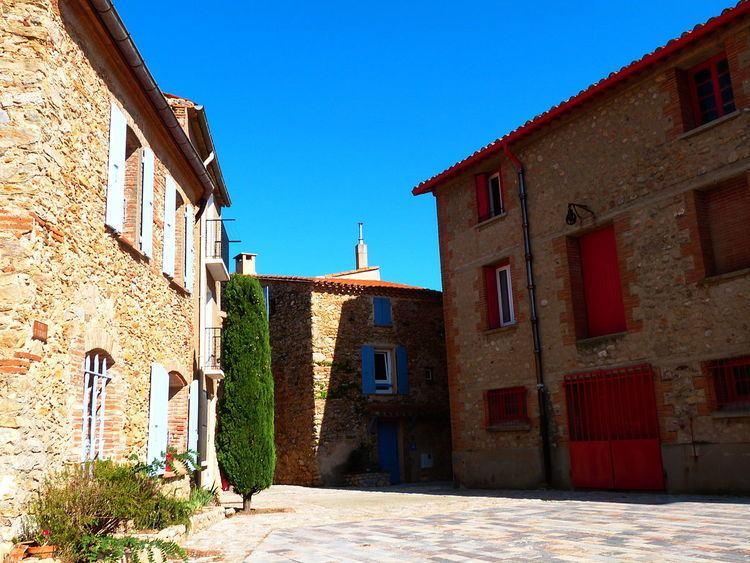 Sainte-Colombe-de-la-Commanderie httpsuploadwikimediaorgwikipediacommonsthu