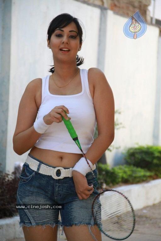 Sakshi Gulati wwwcinejoshcomgallereysspicynormalsakshigul