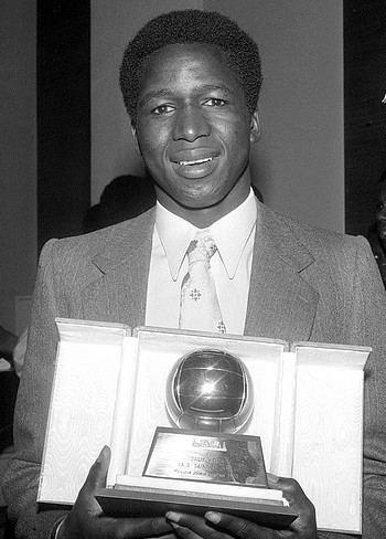 Salif Keïta (Malian footballer) wwwpoteauxcarrescomimagessitekeitaballondo