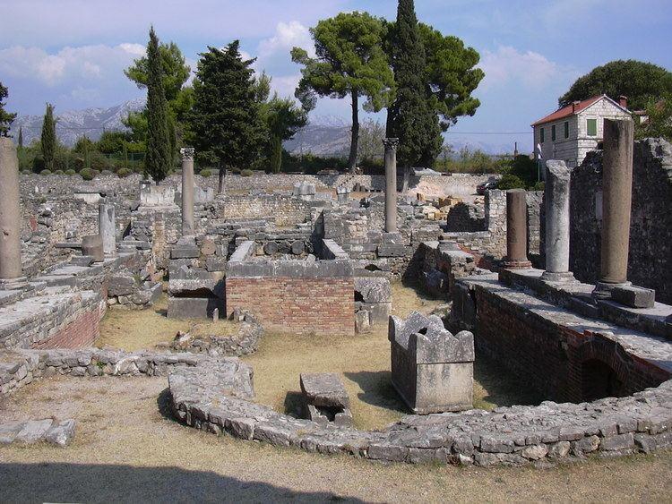 Salona FileSalona paleochristian churchjpg Wikimedia Commons